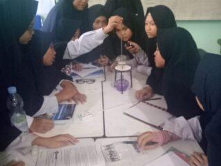 siswa belajar suhu